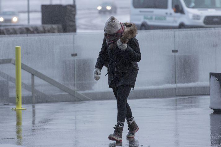 Gular viðvaranir Veðurstofu eru í gildi fyrir Suðurland og Suðausturland á morgun.