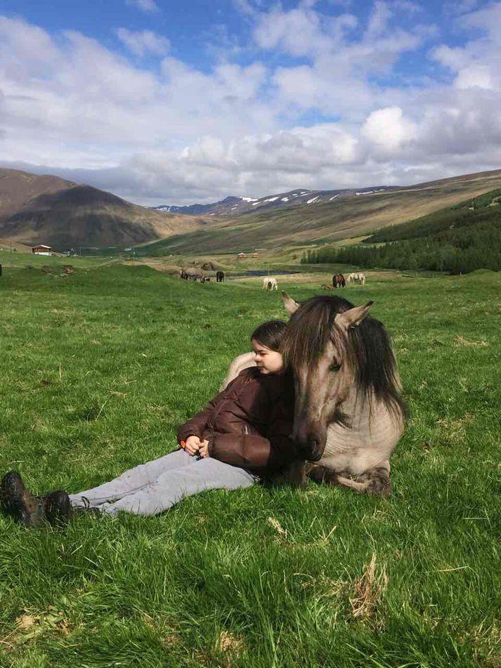 Mósan ásamt Guðrúnu Þóru Björgvinsdóttur.