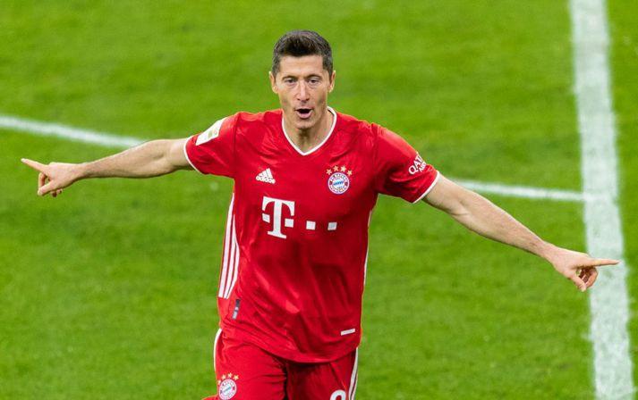 Markavélin Robert Lewandowski freistar þess að skora gegn Atlético Madrid í kvöld.