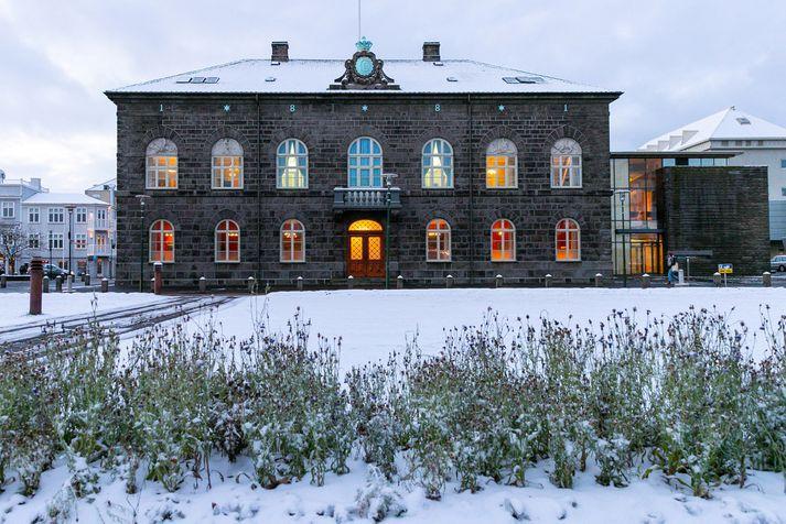 Það er kuldalegt innan sem utan veggja Alþingis í dag.