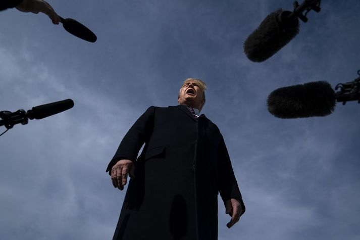 """Donald Trump hefur verið tíðrætt um að """"djúpríki"""" embættismanna hafi barist gegn sér og virðist hafa lagt mikið púður í að skapa sitt eigið djúpríki."""