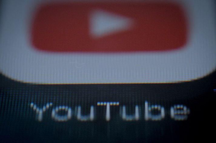 Youtube ætlar að leggja meiri áherslu á dómgreind manna en gervigreindar til að sía út óviðeigandi efni.