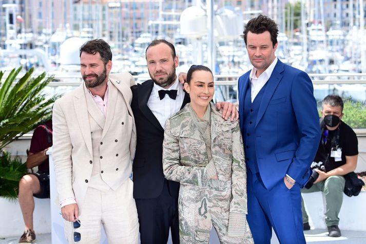 Hilmir Snær Guðnason, Valdimar Jóhannsson, Noomir Rapace og Björn Hlynur Haraldsson á rauða dreglinum í Cannes áður en Dýrið var frumsýnt í gær.