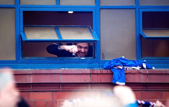 Steven Gerrard mátti vera glaður um helgina.