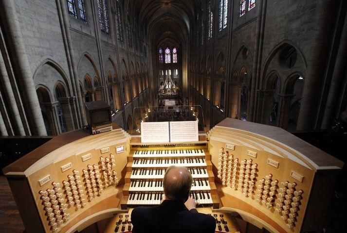 Orgelið samanstendur af um 8000 pípum.