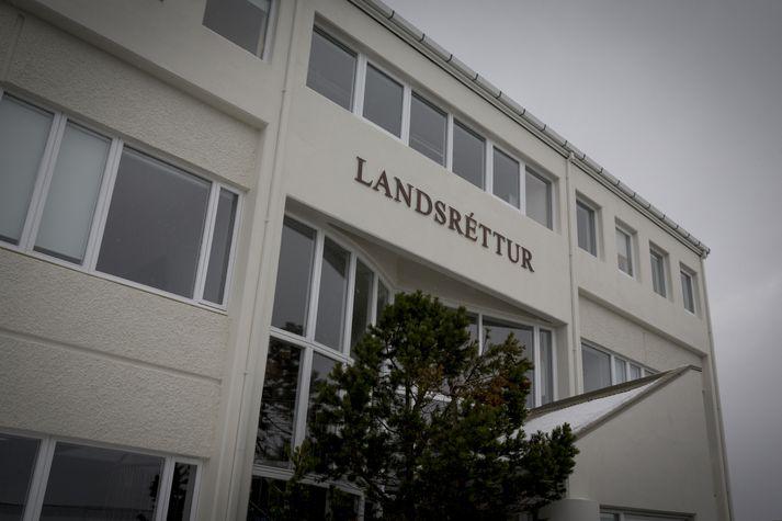 Landsréttur sýknaði hinn ákærða af kröfum ákæruvaldsins.