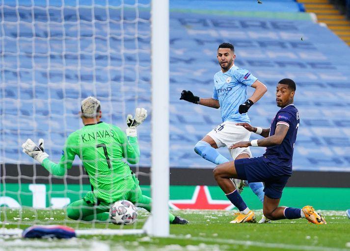 Riyad Mahrez kemur Manchester City 1-0 yfir.