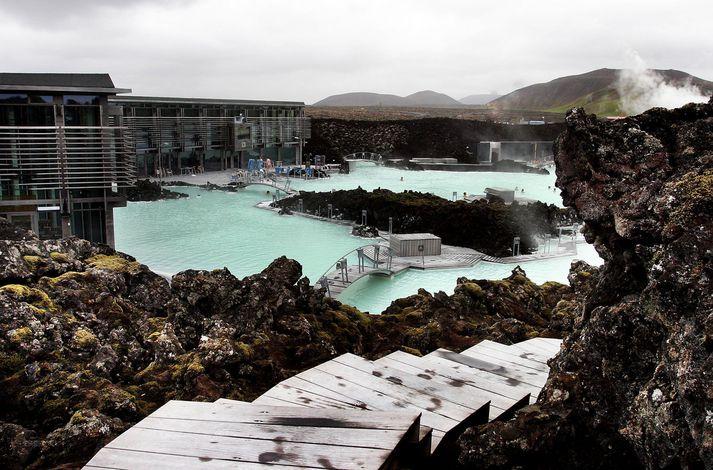 Starfsmenn Bláa lónsins voru 627 talsins um síðustu áramót og á síðasta ári var tekið á móti 1,3 milljónum gesta,  samkvæmt ársreikningi. Launakostnaður er stærstur hluti rekstrarkostnaðar fyrirtækisins.