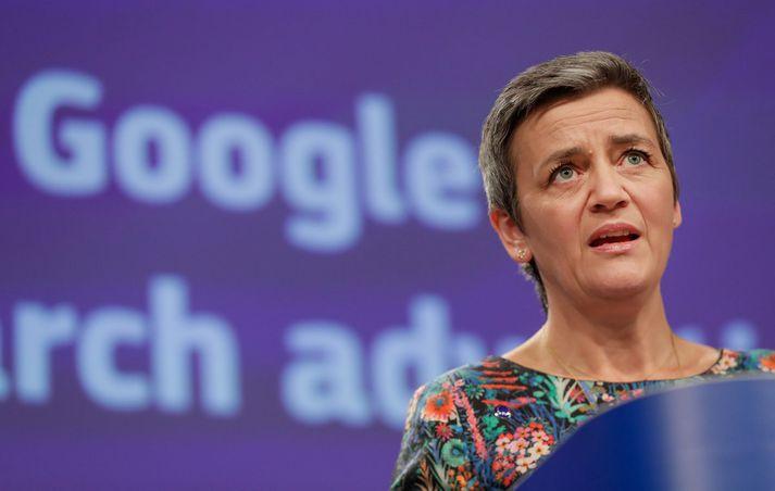 Margrethe Vestager, yfirmaður samkeppnisdeildar ESB, á blaðamannafundinum í Brussel í gær.