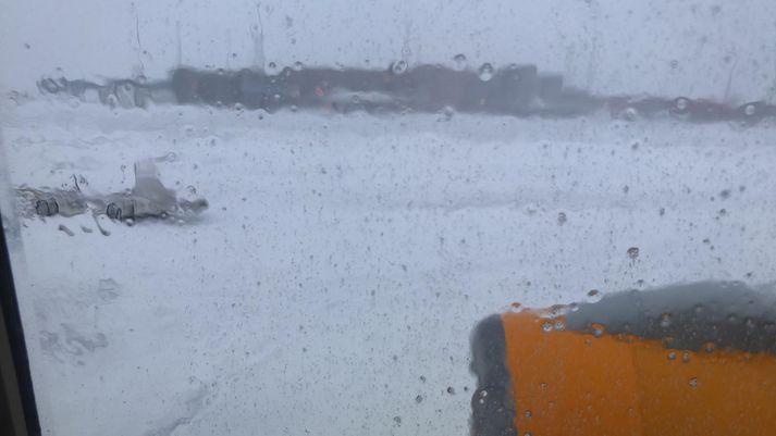 Útsýnið úr einni flugvél Icelandair á Keflavíkurflugvelli í morgun.
