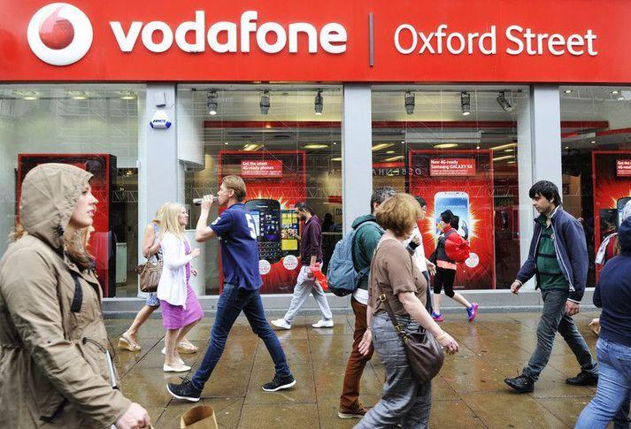 Vodafone er annað fjarskiptafyrirtækið í Bretlandi sem hefur tilkynnt að það ætli að taka aftur upp reikigjöld í Evrópu.
