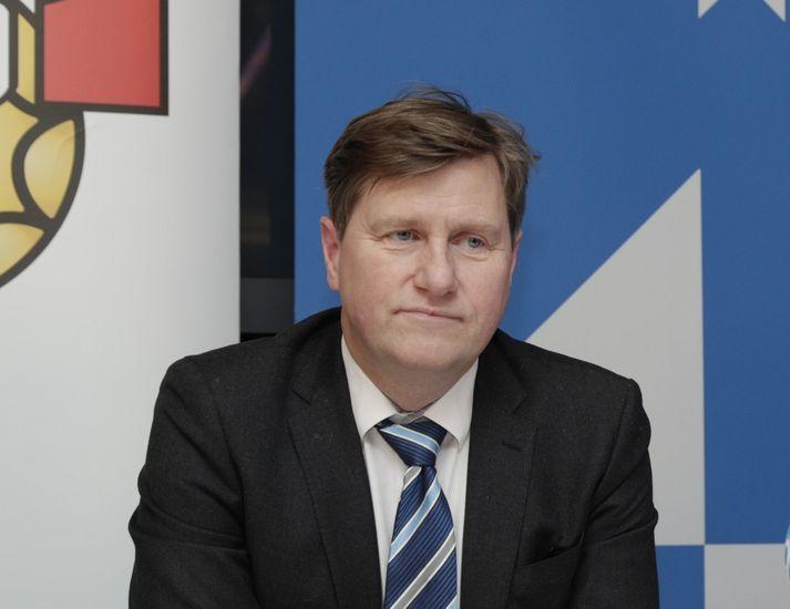 Guðmundur B. er formaður HSÍ.