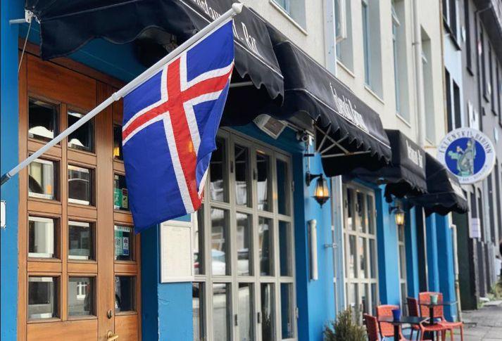 Einstaklingur smitaður af kórónuveirunni var á Íslenska barnum föstudaginn 9. apríl.