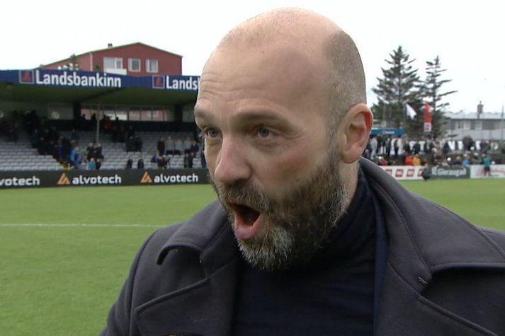 Arnar Gunnlaugsson í viðtalinu við Gunnlaug Jónsson eftir leikinn í gær.
