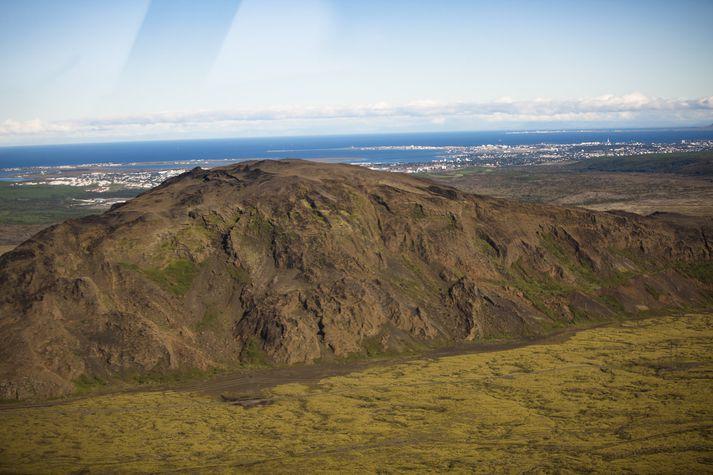 Lyklafellslína á að fara yfir ósnortið hraun austan við Helgafell sem er afar vel sóttur útivistarstaður af íbúum höfuðborgarsvæðisins.