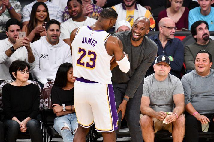 Gaman í Staples Center þessa dagana. Kobe Bryant var á meðal áhorfenda í nótt