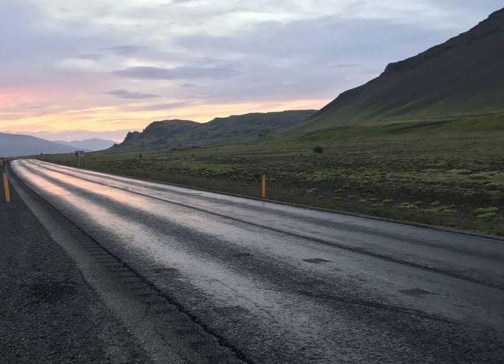Slysið varð á kaflanum á Vesturlandsvegi norðan Grundarhverfis á sunnudaginn.