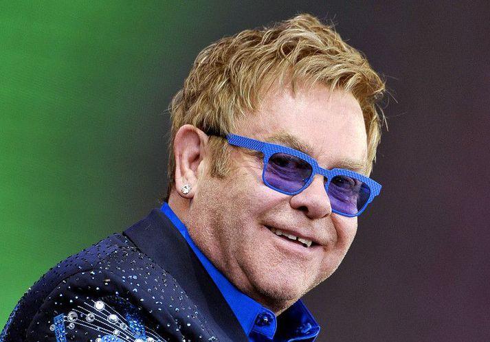 Tónlistargoðsögnin Elton John vandar breskum stjórnvöldum ekki kveðjurnar.
