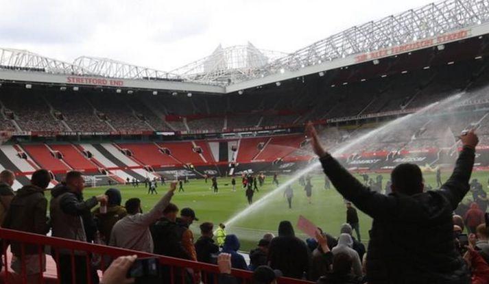 Mynd frá Old Trafford nú rétt í þessu.