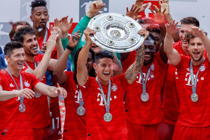 James Rodriguez fagnar meistaratitlinum með Bayern.
