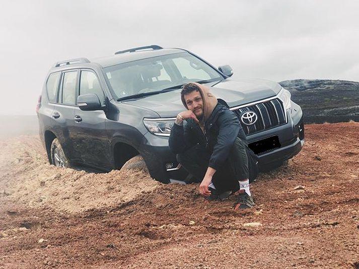 Ferðamaðurinn er þekktur á samfélagsmiðlum, þá helst Instagram, en nafn hans er Alexander Tikhomirov.
