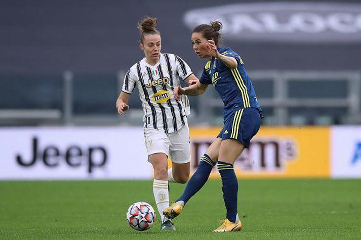 Sara Björk með boltann í fyrri leiknum gegn Juventus.