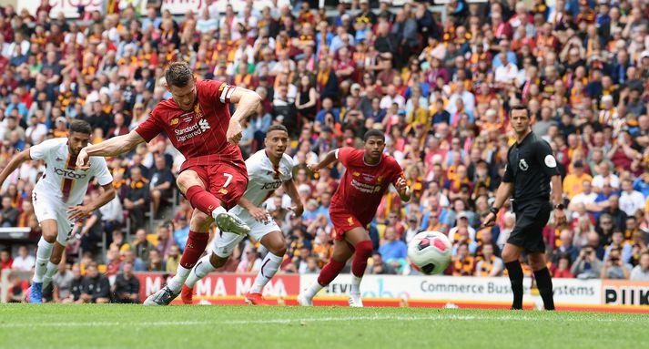 Milner kemur Liverpool í 0-2 með marki úr vítaspyrnu.
