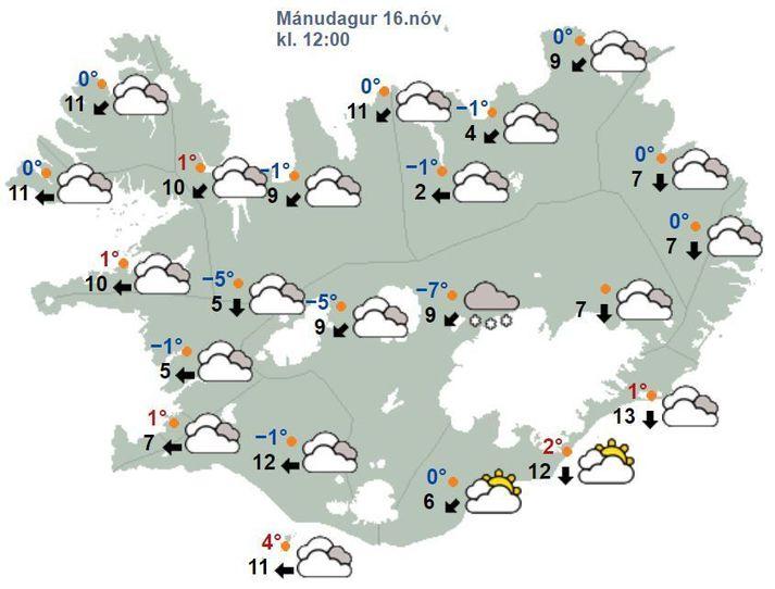 Spáð er skúrum eða éljum við suðurströndina til hádegis.