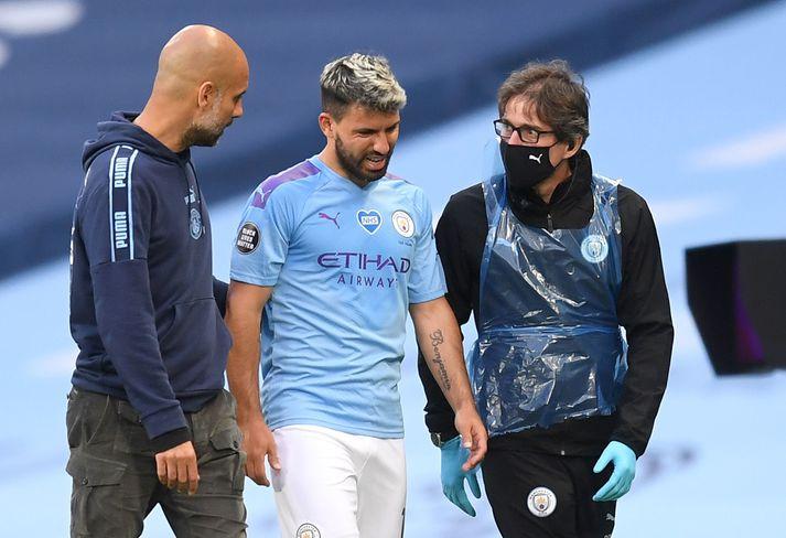 Sergio Agüero meiddist á hné í leik Manchester City og Burnley í ensku úrvalsdeildinni 22. júní.