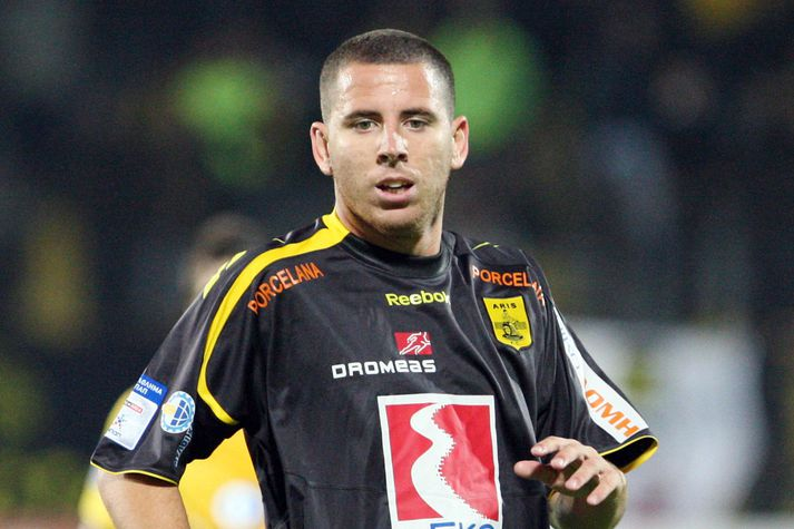 Contreras í leik Aris gegn AEK árið 2009.