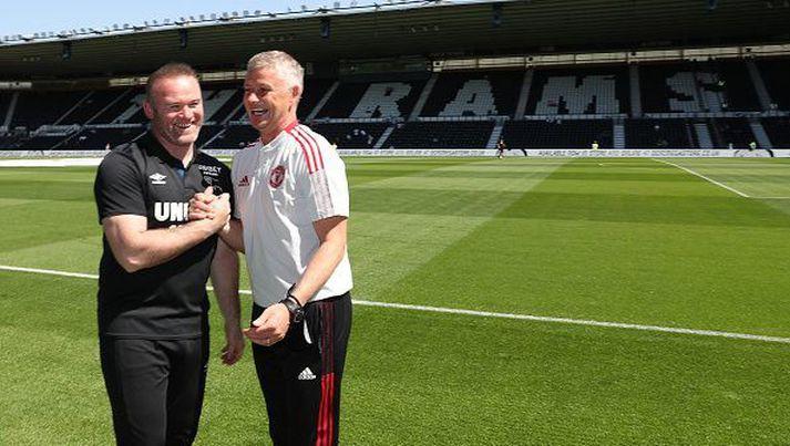 Rooney og Solskjær voru léttir fyrir leikinn.