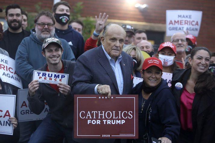 Rudy Giuliani, hefur átt nokkra fundi með aðilum sem leyniþjónustur Bandaríkjanna segja vera útsendara Rússa.