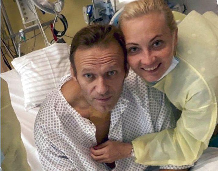 Alexei Navalní birti fyrr í vikunni mynd af sér í sjúkrahúsinu á Charité-sjúkrahúsinu í Berlín.
