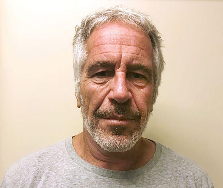 Epstein átti yfir höfði sér áratugalanga fangelsisvist vegna mansals á ungum stúlkum.