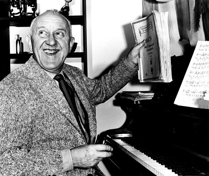 Halldór Laxness hlaut bókmenntaverðlaun Nóbels árið 1955.
