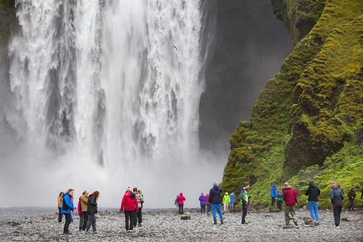 Kvikmyndagerðarfólki er uppálagt að taka tilliti til erlendra ferðamanna sem flestir komi bara einu sinni á ævinni að skoða Skógafoss.