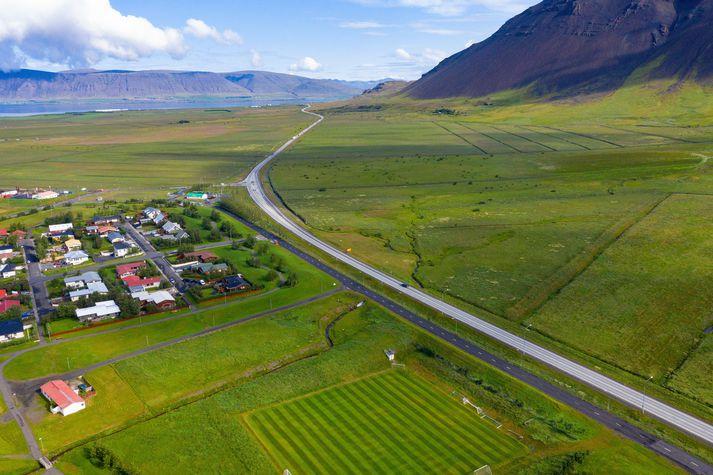 Slysið varð á Vesturlandsvegi á Kjalarnesi nærri Hvalfjarðargöngum.