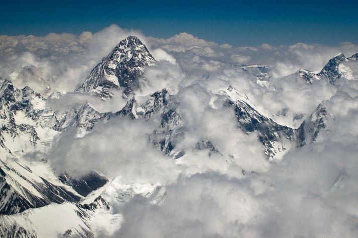K2 er næsthæsta fjall í heimi og hafði enginn náð tindi þess að vetrarlagi, fyrr en nú.