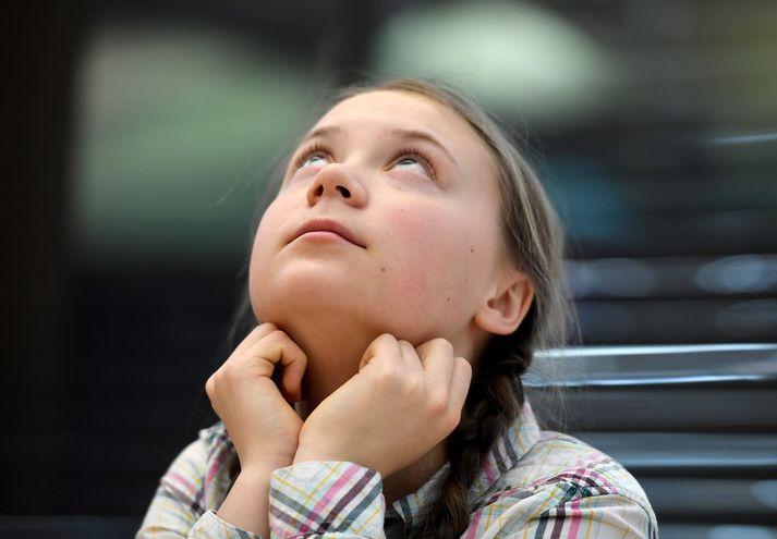 Greta Thunberg er 16 ára gömul. Hún hóf svonefnt loftslagsverkfall til að krefjast aðgerða gegn loftslagsbreytingum fyrir utan sænska þingið. Verkföllin hafa síðan getið af sér hreyfingu ungs fólks víða um heim.