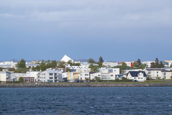 Bæjarmeirihlutinn á Seltjarnarnesi hefur beðist afsökunar vegna óánægju með námsmat í grunnskóla bæjarins.