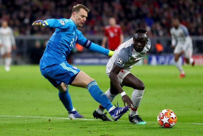 Manuel Neuer nær ekki að stoppa Sadio Mane hjá Liverpool í sigri Liverpool á Bayern í fyrra.