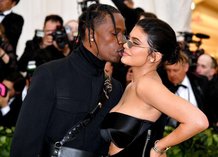 Kylie Jenner og barnsfaðir hennar, rapparinn Travis Scott, á Met Gala fyrr á árinu.