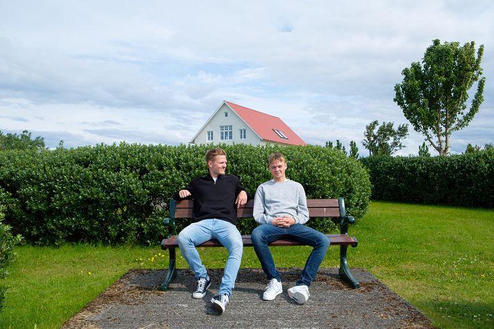 Fannar Ingi Friðþjófsson og Jökull Breki Arnarson þar sem þeim líður best, á Álftanesi.