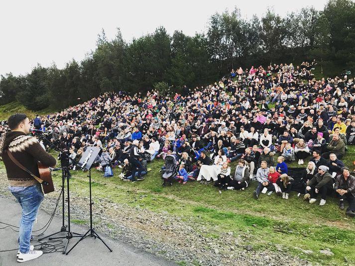 Góð stemning var á brekkusöngnum á Flúðum árið 2019. Skipuleggjendur bíða enn eftir tækifæri til að endurtaka leikinn.