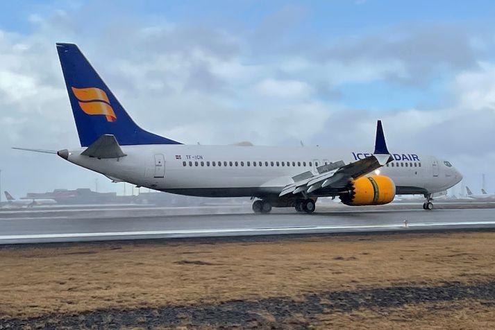Boeing 737 Max-þotan TF-ICN lent á Keflavíkurflugvelli í dag. Hún ber heitið Mývatn.