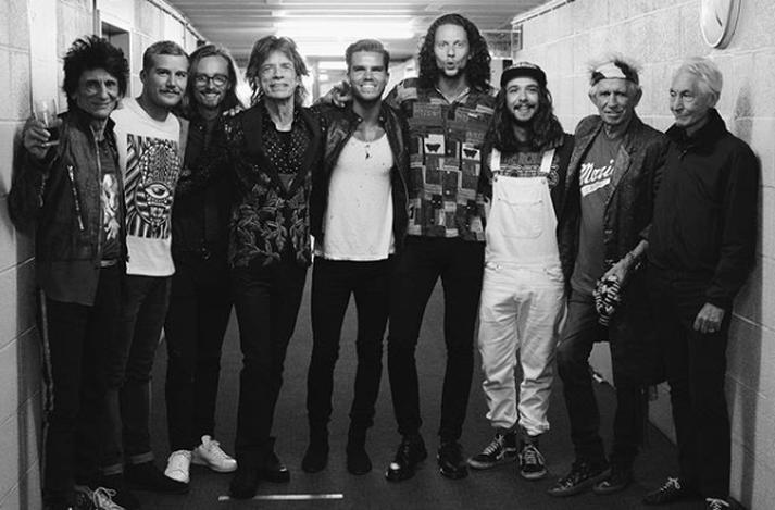 Hljómsveitarmeðlimir Kaleo og Rolling Stones stilla sér upp fyrir mynd.