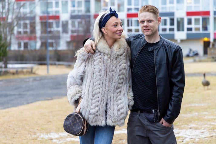 Kristján Markús Sívarsson og Birta Lind Hallgrímsdóttir standa saman að veðlánastarfseminni.