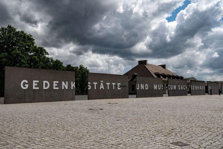 Í dag stendur minnisvarði og safn um fórnarlömb helfararinnar þar sem Sachsenhausen fangabúðirnar voru áður.