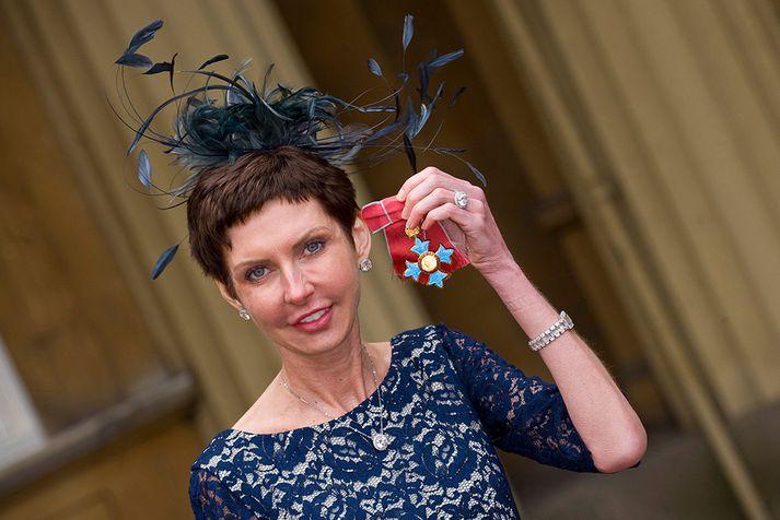 Denise Coates hlaut CBE-tign fyrir framlag sitt til bresks samfélags og viðskiptalífs árið 2012.