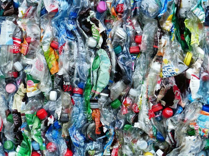 Um það bil milljón plastflaska eru seldar á hverri mínútu en aðeins 14 prósent þeirra rata í endurvinnslu.